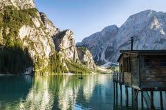 Lago italiano della montagna delle dolomia di estate tranquilla Immagini Stock Libere da Diritti