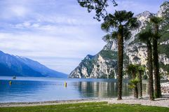Lago italiano do lago Garda panorâmico fotografia de stock