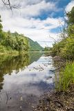 Lago italiano natural bonito Lago Ghirla, não longe de Milão fotografia de stock royalty free