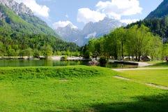 Lago Jasna em Kranjska Gora, Eslovênia fotografia de stock royalty free