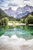 Lago Jasna vicino a Kranjska Gora, Slovenia. Fotografia Stock Libera da Diritti