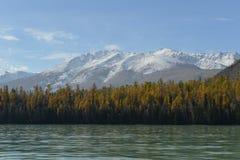 Lago Kanas in Xinjiang Cina Fotografie Stock Libere da Diritti