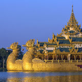 Lago Kandawgyi - Karaweik - Yangon - Myanmar fotografia de stock royalty free