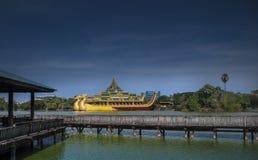 Lago Kandawgyi, precedentemente lago reale, Rangoon, Myanmar Immagine Stock