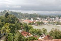 Lago Kandy y Buda grande encima de la colina Foto de archivo