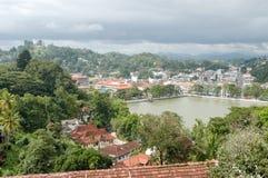 Lago Kandy y Buda grande encima de la colina Imagenes de archivo