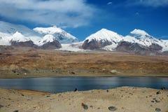 Lago kara-Kul Imágenes de archivo libres de regalías