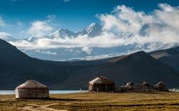 Lago Karakul na região autônoma do Uighur de Xinjiang de China fotos de stock royalty free