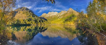 Lago Kardyvach por la tarde del otoño Región de Krasnodar, Rusia Fotografía de archivo