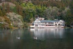 Lago Kinrin en la ciudad de Yufuin, Kyushu, Japón Fotografía de archivo