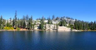 Lago Kirkwood na serra montanhas, Califórnia imagem de stock