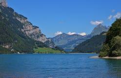 Lago Klontalersee un giorno di estate Destinazione di viaggio in Switzer Fotografia Stock Libera da Diritti