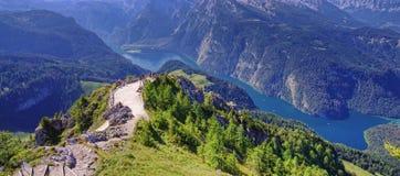 Lago Konigssee em cumes de Alemanha fotos de stock