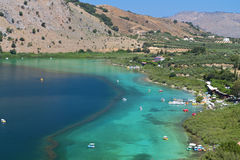 Lago Kournas all'isola del Crete Fotografia Stock