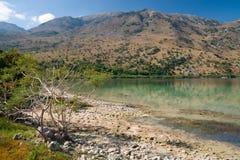 Lago Kournas en Crete, Grecia foto de archivo libre de regalías