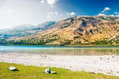 Lago Kournas sull'isola di Creta, Grecia Immagini Stock Libere da Diritti