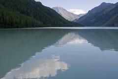 Lago Kucherlinskoe, montanhas de Altai Imagens de Stock