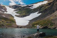 Lago Kucherlinskoe mountain da sopra, l'Altai, Russia fotografie stock libere da diritti