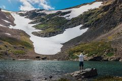 Lago Kucherlinskoe mountain de cima de, Altay, Rússia fotos de stock royalty free