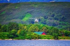 Lago Kurile kamchatka Rússia Campos e vulcões verdes Natureza selvagem foto de stock