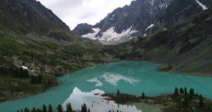 Lago Kuyguk, tiro august en el abej?n, Altai, Rusia almacen de video