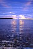 Lago Ladoga. Puesta del sol. Imagenes de archivo