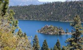 Lago. Lake Tahoe, baia verde smeraldo, isola di Fannete. Immagine Stock