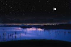 Lago landscape con la luna piena Fotografia Stock