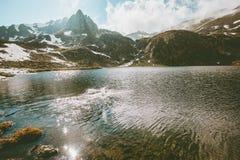Lago landscape na natureza selvagem exterior das montanhas Foto de Stock