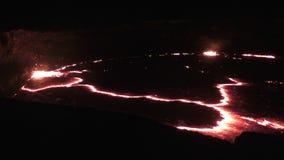 Lago lava de la cerveza inglesa de Erta del volcán almacen de video