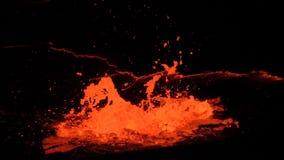 Lago lava de la cerveza inglesa de Erta del volcán almacen de metraje de vídeo