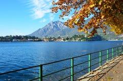 Lago Lecco en la caída, Italia Imagen de archivo