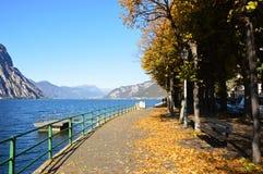 Lago Lecco en la caída, Italia Fotografía de archivo
