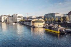 Lago Leman en la ciudad suiza de Ginebra Fotos de archivo libres de regalías