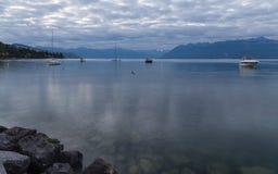 Lago Leman na manhã Suíço Fotos de Stock Royalty Free