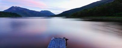 Lago Leven durante la puesta del sol Imagen de archivo