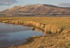 Lago Leven y las colinas de Lomond Fotografía de archivo
