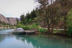 Lago Lillooet sul piede della montagna fotografie stock libere da diritti