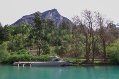 Lago Lillooet sul piede della montagna fotografia stock libera da diritti