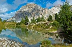 Lago Limides, dolomías - Italia Imagen de archivo libre de regalías