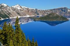 Lago lindo em um dia de mola, Oregon crater Fotografia de Stock