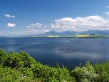 Lago Liptovska Mara, Liptovsky Trnovec e Krivan fotos de stock