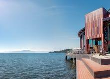 Lago Llanquihue e Teatro del Lago - teatro do lago - Frutillar, o Chile fotos de stock