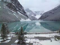 Lago Louise Banff National Park en las montañas rocosas canadienses imagen de archivo libre de regalías