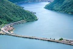 Lago Lugano do cruzamento de longo caminho imagens de stock