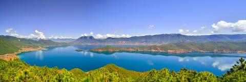 Lago Lugu, el reino de las mujeres Fotos de archivo