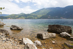 Lago Lugu em Yunnan, China Fotos de Stock