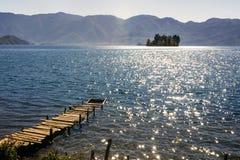 Lago Lugu en Yunnan China Foto de archivo
