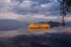 Lago Lugu, il Yunnan, Cina Immagine Stock
