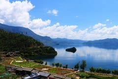 Lago Lugu, Lijiang, Yunnan, China imagem de stock